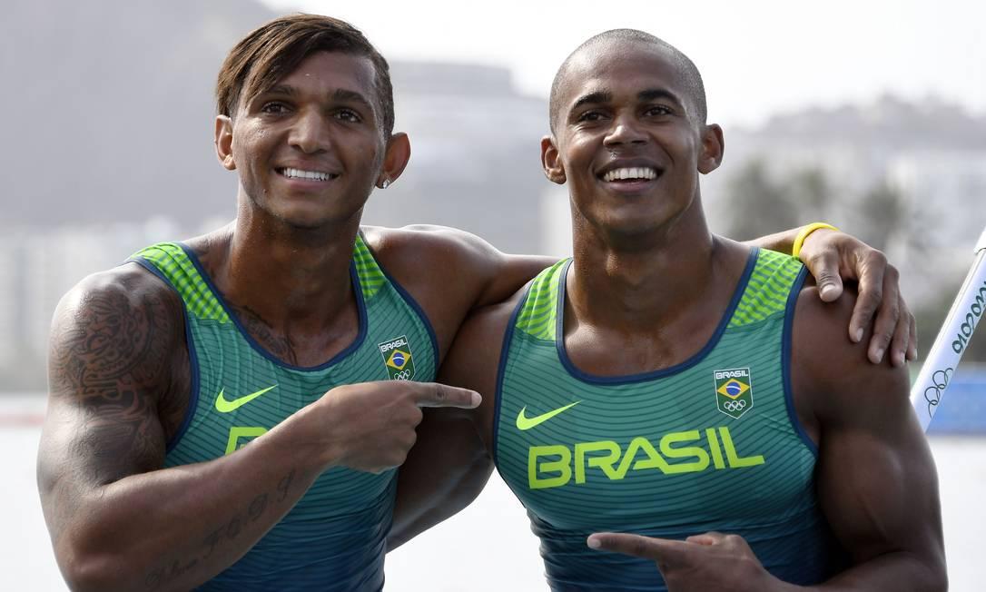 Sob orientação de Morlán, a partir de 2013, Isaquias e Erlon se mudaram para Lagoa Santa, cidade de 50 mil habitantes em Minas Gerais, onde tiveram uma lagoa exclusiva para treinar até a Olimpíada DAMIEN MEYER / AFP