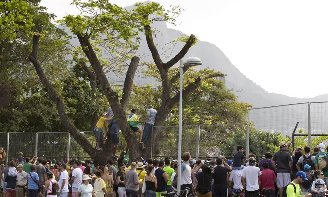 Aos pés do Cristo Redentor, a multidão vibra com o primeiro pódio de Erlon e o feito histórico de Isaquias, o único brasileiro com três medalhas de uma mesma Olimpíada Márcia Foletto / Agência O Globo