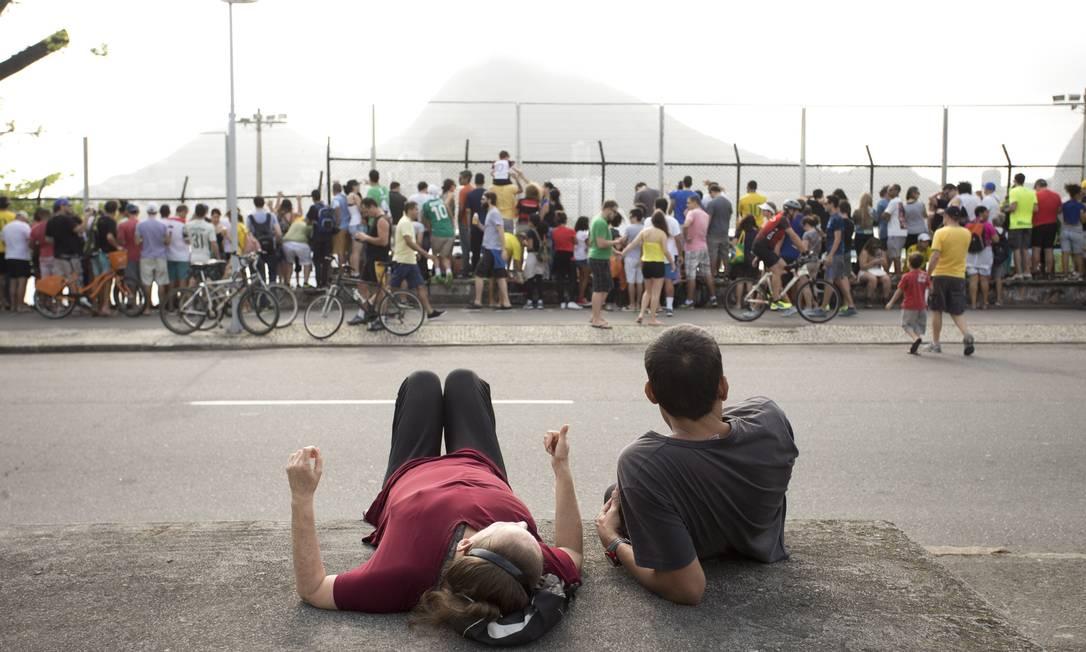 Tradicional no lazer do fim de semana, a ciclovia da Lagoa ganha um uso inusitado na manhã deste sábado Márcia Foletto / Agência O Globo