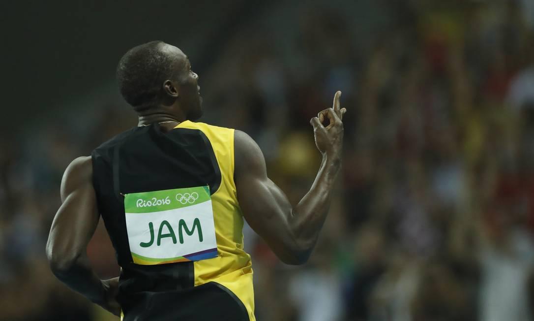 Bolt comemora o terceiro tricampeonato: é dono do ouro nos 100m rasos, nos 200m rasos e no revezamento 4x100m em Pequim-2008, Londres-2012 e Rio-2016 Jorge William / Agência O Globo