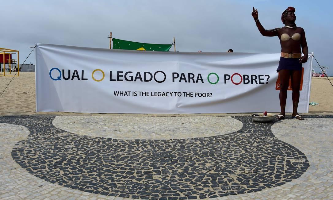 Segundo a ONG, uma autoridade do município havia pedido para o grupo não realizar a manifestação sob a alegação de que isso prejudicaria a imagem do Rio Tasso Marcelo / AFP
