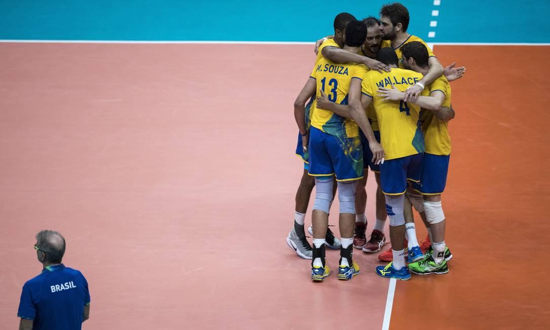 Brasileiros comemoram a vitória sobre a Rússia Daniel Marenco / Agência O Globo