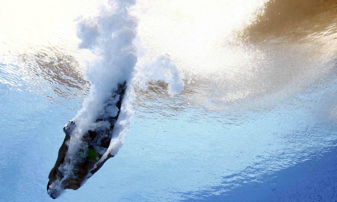 No salto ornamental, ganham quem conciliar a técnica acrobática e suavidade na entrada na água. Na foto, Ivan Garcia, do México STEFAN WERMUTH / REUTERS