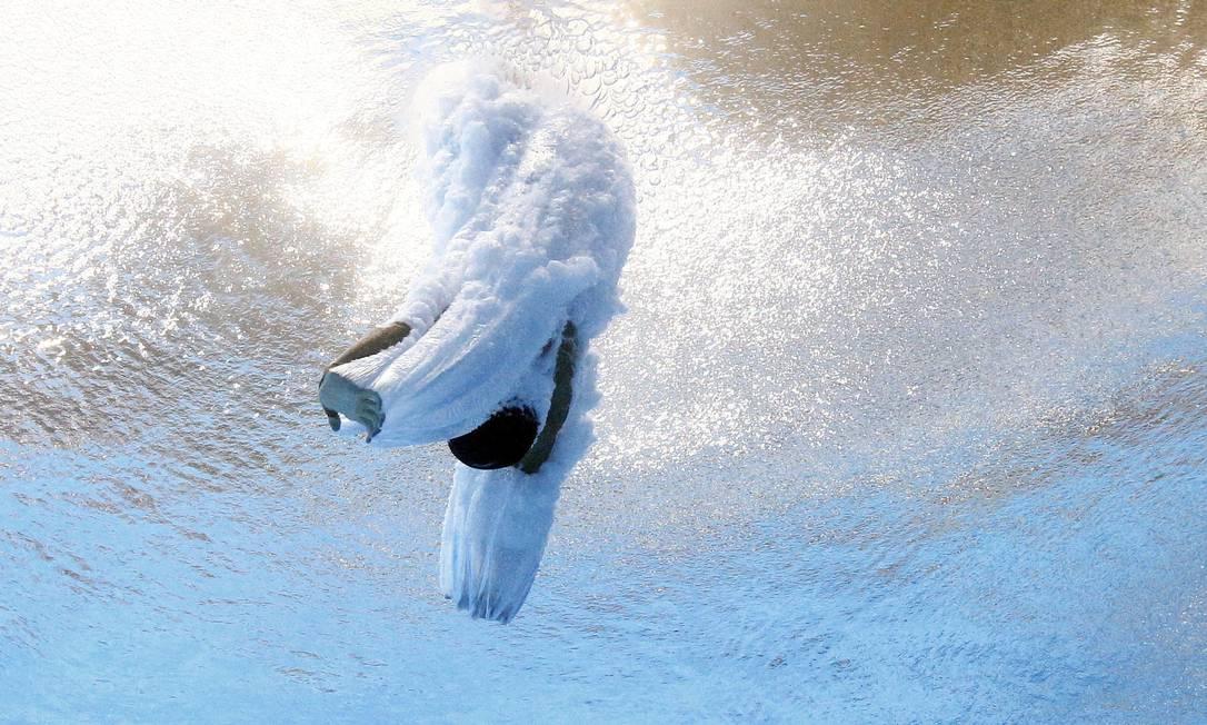 Rafael Quintero, de Porto Rico, 'aterrissa' na piscina do Maria Lenk STEFAN WERMUTH / REUTERS