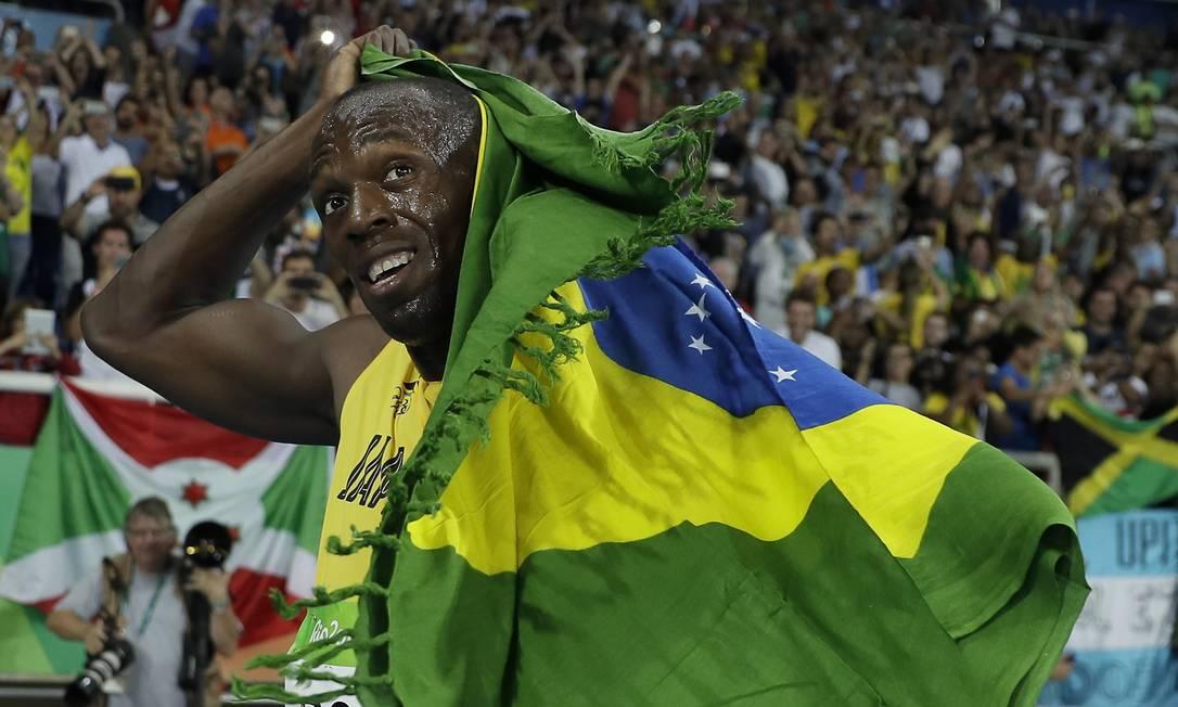 Usain Bolt com a bandeira do Brasil Matt Slocum / AP