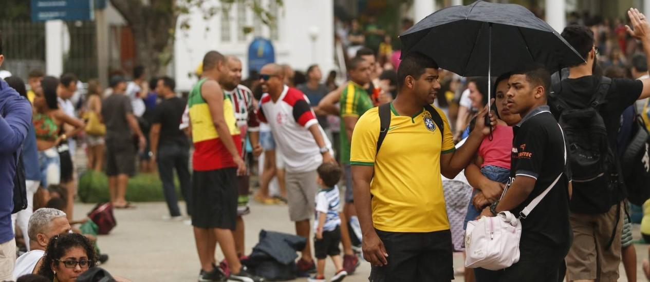 A movimentação no Boulevard Olímpico no fim da tarde deste sábado Foto: Bárbara Lopes / Agência O Globo