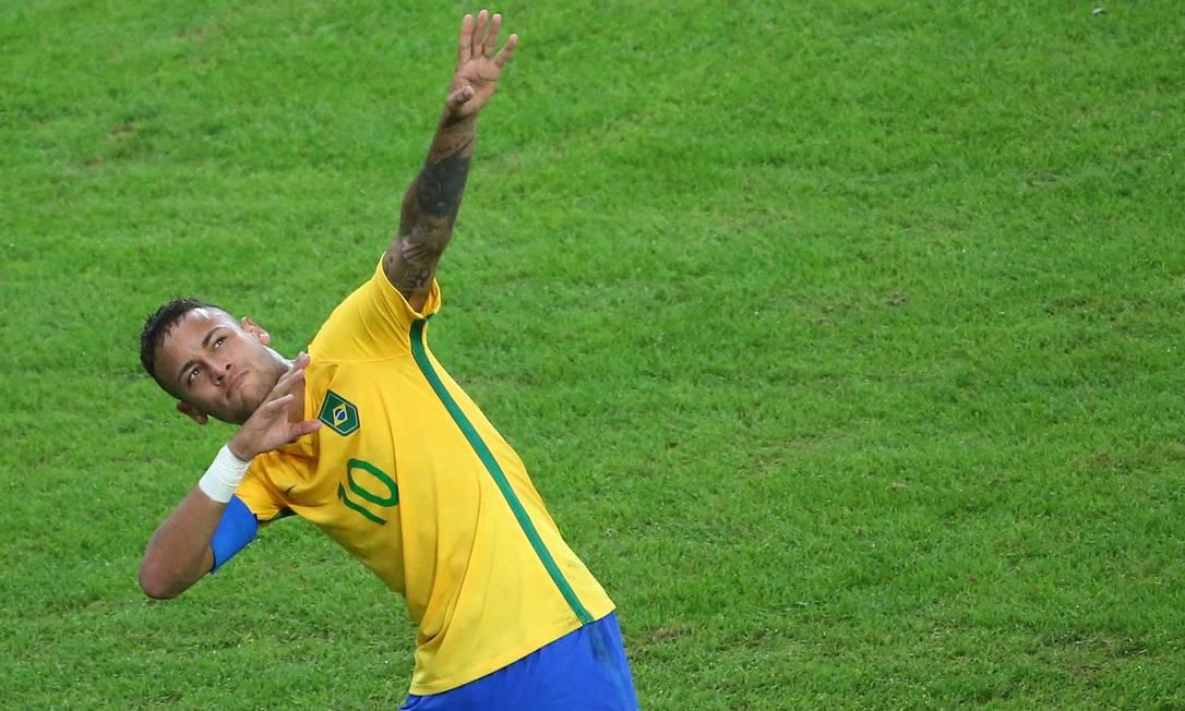 Neymar comemora no estilo Usain Bolt, o astro jamaicano do atletismo, presente ao Maracanã MURAD SEZER / REUTERS