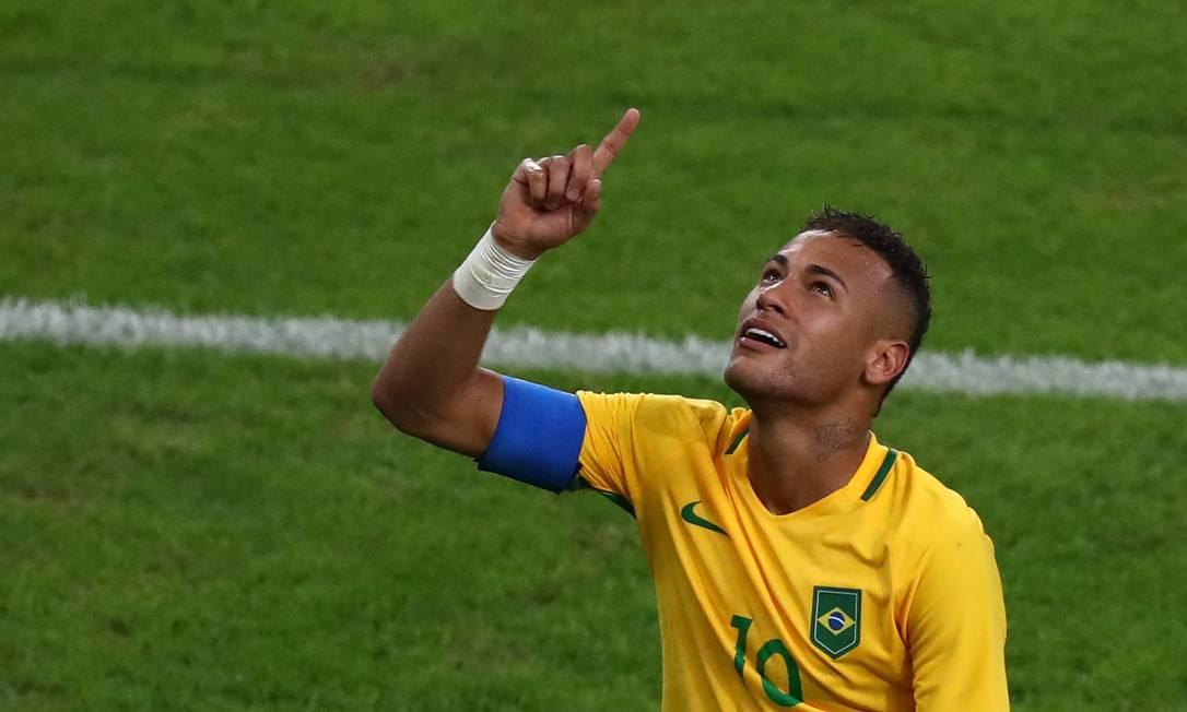 Neymar comemora o primeiro gol do Brasil LEONHARD FOEGER / REUTERS