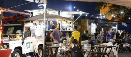 Energia. No Rio, o Food Park Carioca mudou a instalação elétrica para tornar o ambiente seguro. O risco representado por fios soltos foi apontado, pela análise, em vários eventos Foto: O Globo / Domingos Peixoto