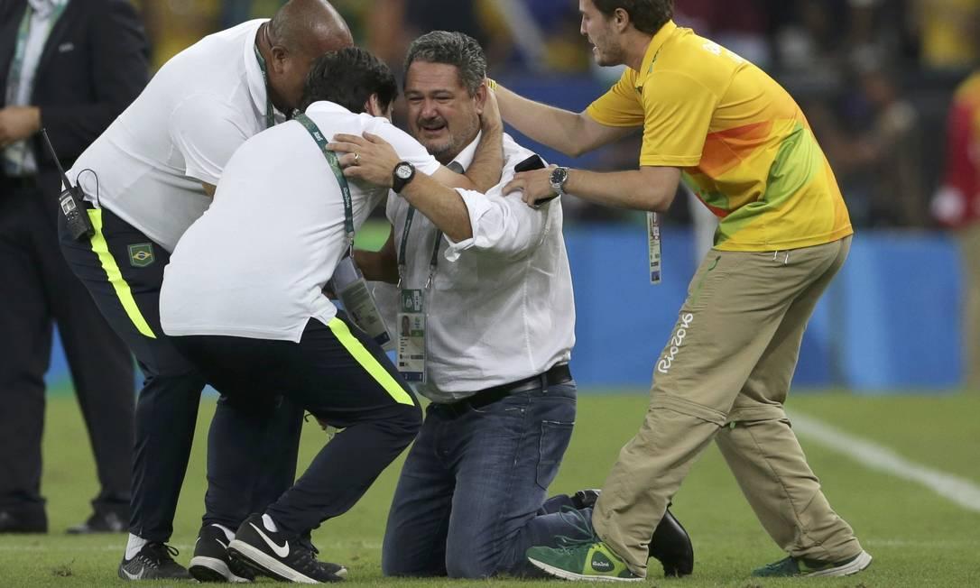 O técnico Rogerio Micale comemora a conquista da medalha de ouro BRUNO KELLY / REUTERS