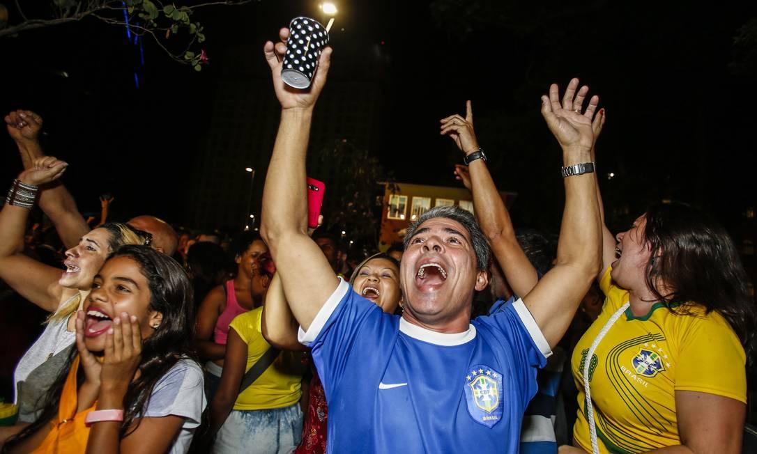 O público também lotou o Boulevard Olímpico para acompanhar a partida Barbara Lopes / O Globo