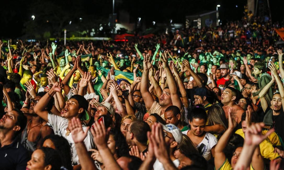 Boulevard, no Centro da cidade, ficou lotado de torcedores Barbara Lopes / O Globo