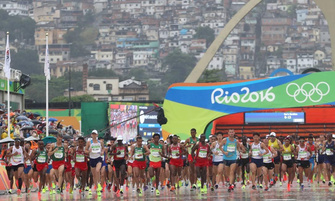 A maratona masculina acontece na manhã deste domingo Petr David Josek / AP