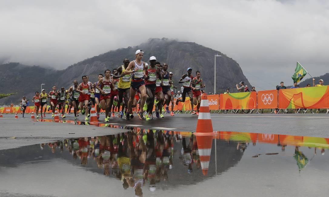 A prova passa pelo Aterro do Flamengo, tradiconal local de corridas no Rio Luca Bruno / AP