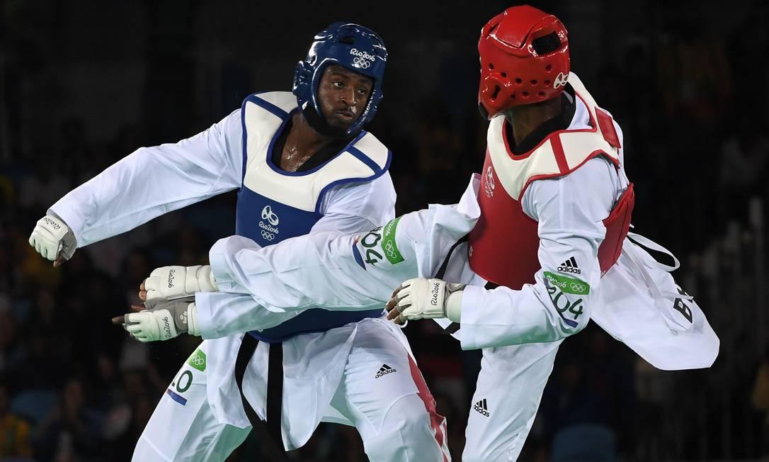 Disputando a categoria mais de 80 kg, Maicon se classificou para a disputa do bronze ao derrotar o francês MBar NDiaye na repescagem, por 5 pontos a 2 ED JONES / AFP