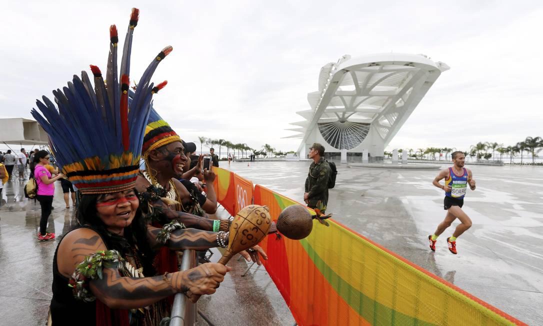Eles vibram com os atletas passando pelo Museu do Amanhã Agência O Globo