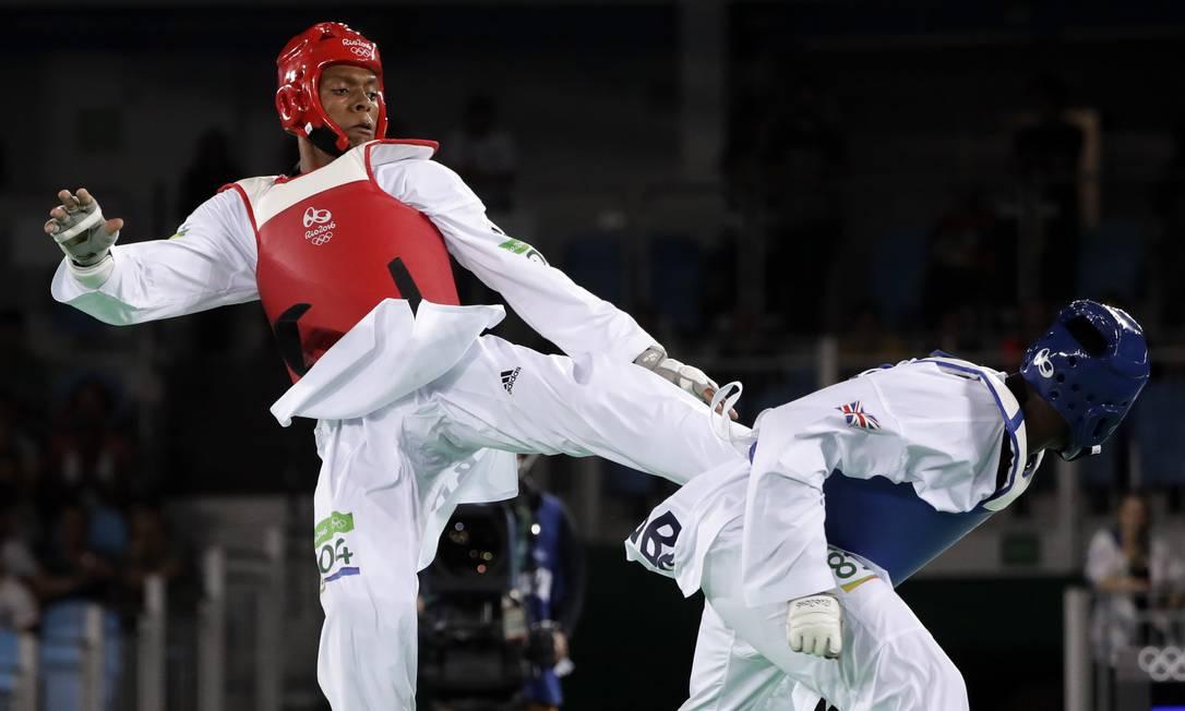 Maicon Siqueira conquistou a medalha de bronze ao derrotar o britânico Mahama Cho Marcio Jose Sanchez / AP