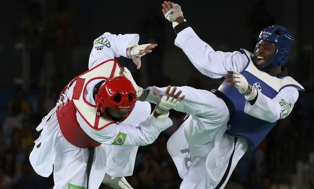 O atleta da Grã-Bretanha começou vencendo a luta por 3 a 1 ISSEI KATO / REUTERS