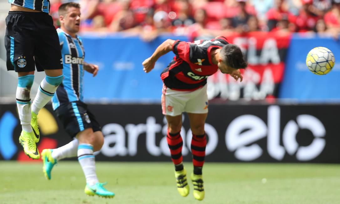 Diego marcou o segundo gol do Flamengo Ailton de Freitas / Agência O Globo