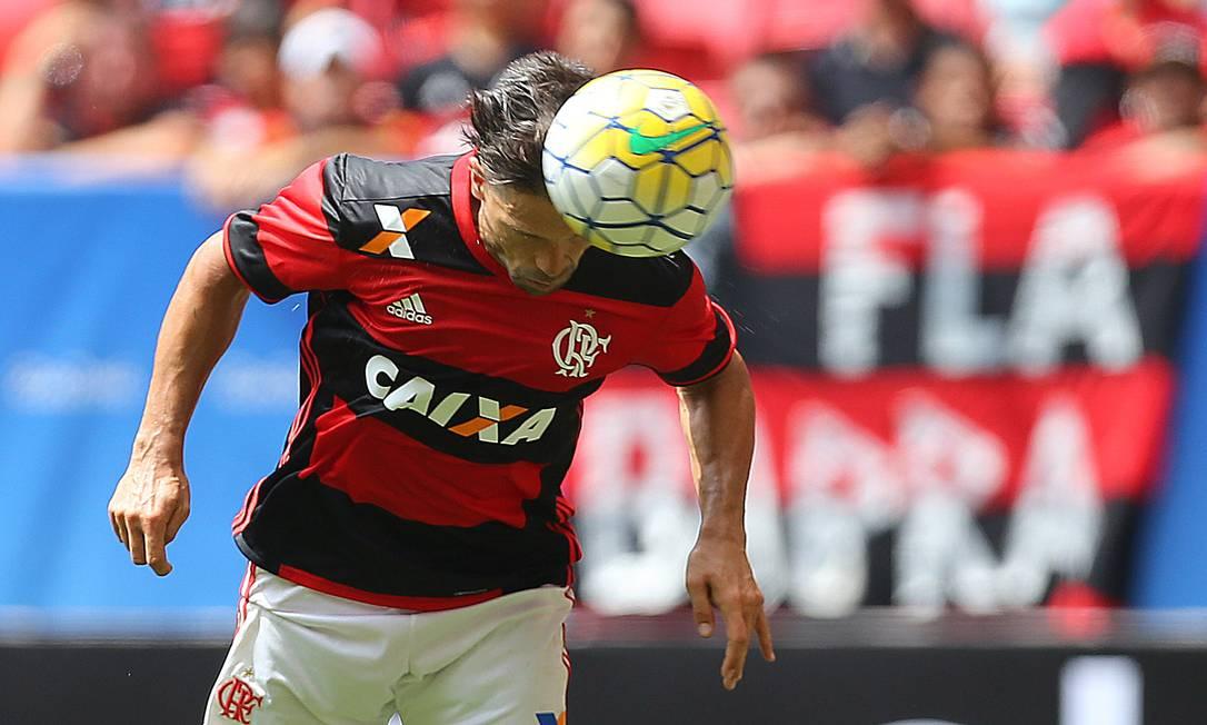 Em linda cabeçada, o jogador estreou bem pelo time da Gávea Ailton de Freitas / Agência O Globo