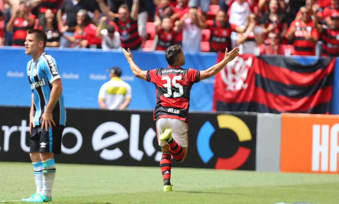 E saiu para comemorar com a torcida Ailton de Freitas / Agência O Globo