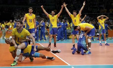 Jogadores comemora a vitória sobre a Itália Foto: Matt Rourke / AP