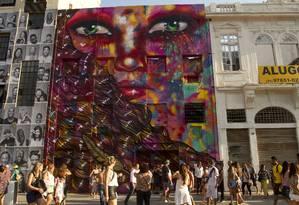 Painel de Panmela Castro, a Anarkia Boladona, no Boulevard Olímpico Foto: Bia Guedes / Agência O Globo
