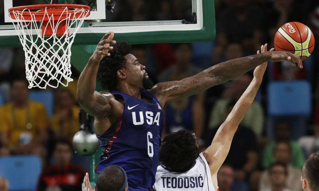 Mas os EUA logo dominaram a partida e foram construindo uma ampla vantagem sobre o adversário Eric Gay / AP