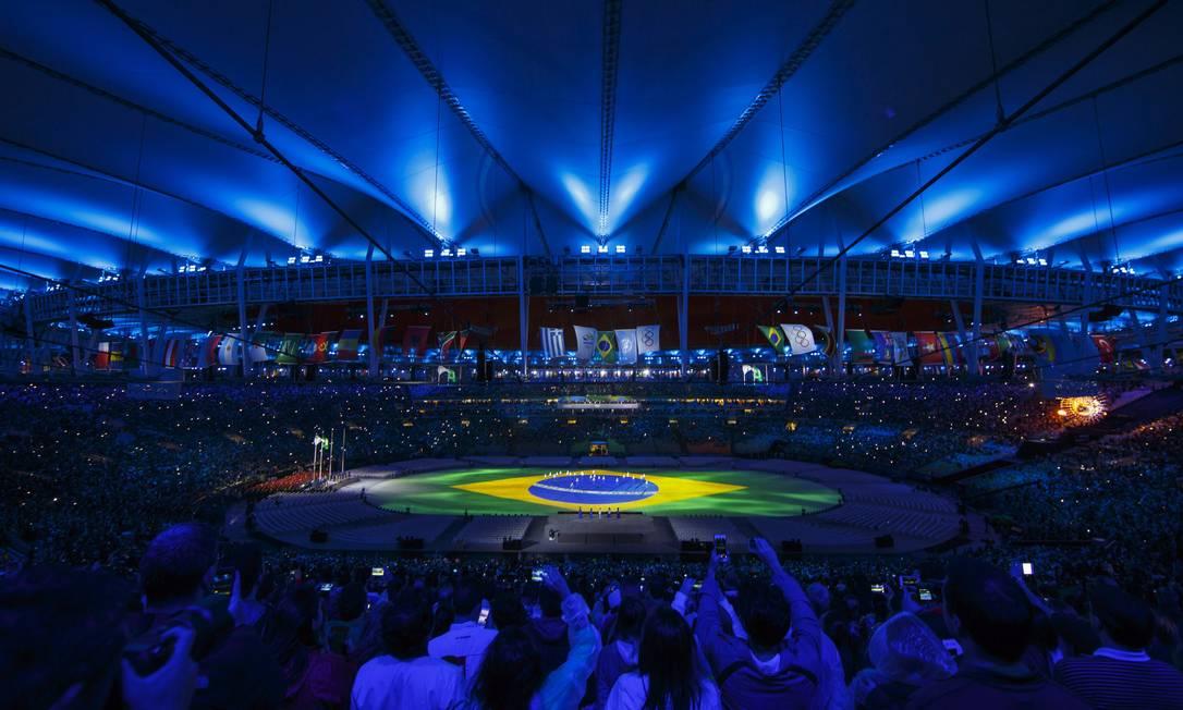 A bandeira do Brasil é mostrada durante a cerimônia Daniel Marenco / Agência O Globo