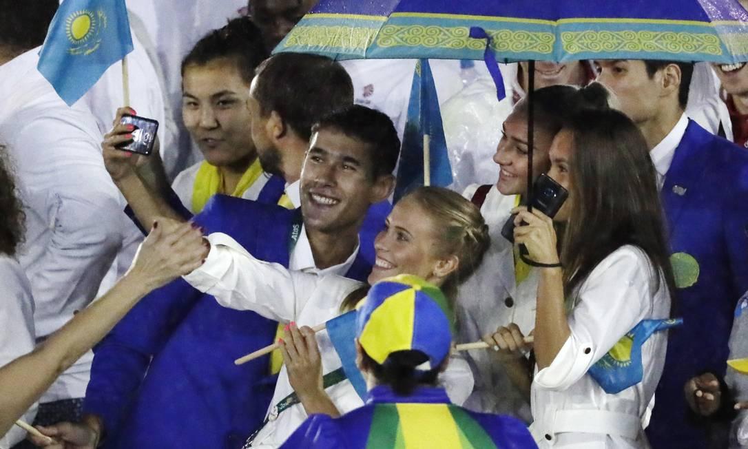 A ordem é se divertir e registrar o momento com selfies Mark Humphrey / AP