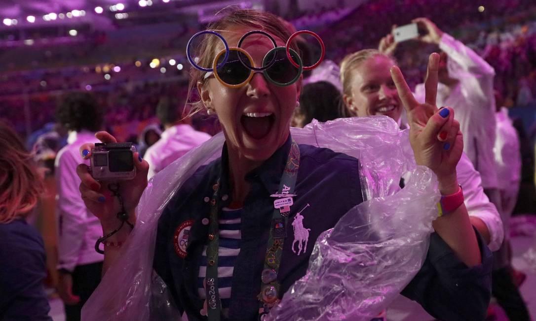 Quem sofreu a angústia da preparação e o sofrimento de fazer o melhor nas competiçoes aproveita a festa de encerramento dos Jogos para se divertir STEFAN WERMUTH / REUTERS