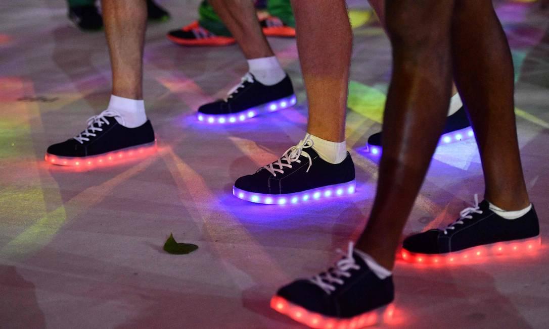 O pessoal britânico desfilou com sapatos com efeitos de luz, uma bossa a mais na festança LEON NEAL / AFP