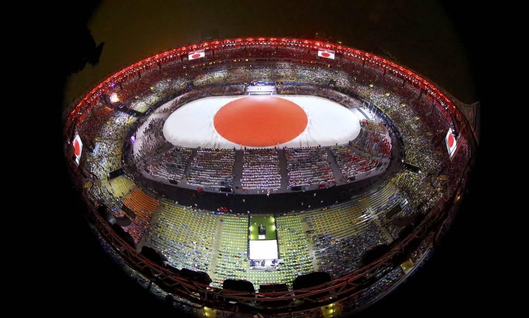 O bandeira do Japão ganha o solo do Maracanã. Tóquio sediará a próxima Olimpíada em 2020 PAWEL KOPCZYNSKI / REUTERS