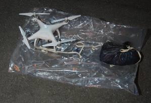 Drone carregava sacola com drogas e celulares Foto: MET POLICE