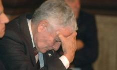 Miguel Etchecolatz senta em tribunal argentino em 2006 Foto: Carlos Cermele / AP