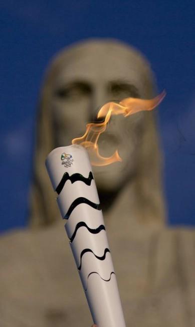 Tocha Olímpica passa pelo Cristo Redentor Márcia Foletto / Agência O Globo