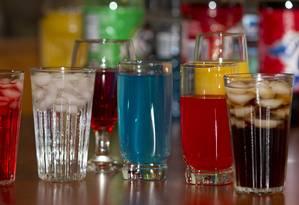 Bebidas açucaradas, como refrigerantes, são as principais fontes do açúcar extra consumido na infância e adolescência que pode levar ao desenvolvimento de fatores de risco para doenças cardíacas Foto: Divulgação/Matthew G. Fisher