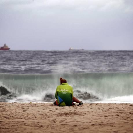 Sob chuva, cariocas, turistas e delegações lamentam fim de festa Foto: Luiz Ackermann / Agência O Globo
