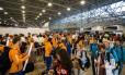 Atletas, torcedores e turistas embarcam no Aeroporto do Galeão, com o fim dos Jogos Olímpicos