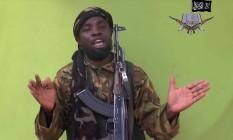 Foto retirada de vídeo divulgado pelo Boko Haram em 12 de maio de 2014 mostra seu líder, Abubakar Shekau, falando para a câmera Foto: AP