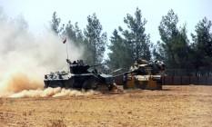 Exército turco atua em Karkamis, perto da fronteira com a Síria Foto: AP
