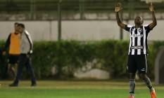 Sassá comemora gol marcado contra o Sport Foto: Vítor Silva/SSPress/Botafogo