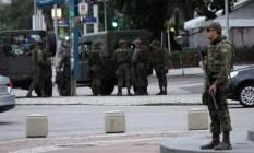 Policiamento das Forças Armadas na Orla de Copacabana Foto: Paulo Nicolella/Agência O Globo
