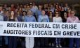 Servidores da Receita Federal fazem protesto em Fortaleza (CE)