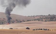 Tanques do Exército turco seguem para a cidade fronteiriça de Jarablus, na Síria Foto: STRINGER / REUTERS