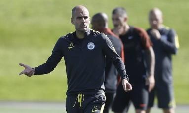 Guardiola pediu seriedade, apesar da boa vantagem do Manchester City Foto: Reuters / Carl Recine