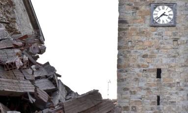 Destruição no centro histórico da cidade de Amatrice, na Itália central Foto: STRINGER / REUTERS