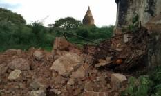 Destroços em Bagan: tremor danificou prédios históricos e templos Foto: STRINGER / REUTERS