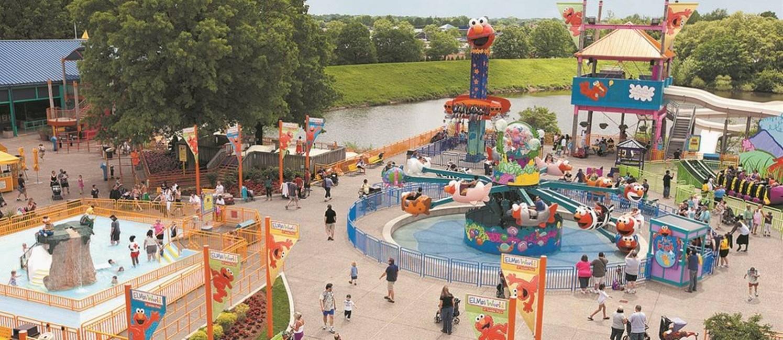 Praça da Elmo's World, área dedicada às crianças no parque Sesame Place Foto: Henrique Gomes Batista