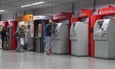 Banco Central pressiona bancos para reduzir o número de reclamações Foto: Daniela Dacorso / Agência O Globo